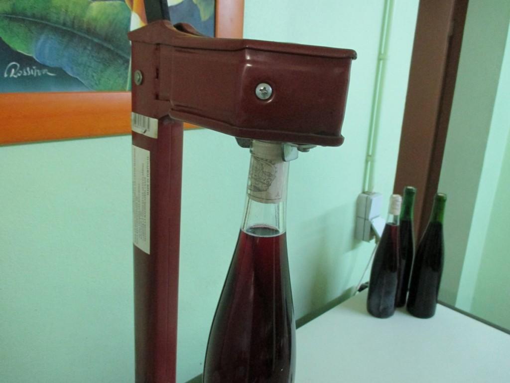 bouchonneuse manuelle pour vin de groseille
