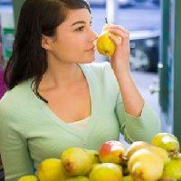 sentir la maturité des fruits