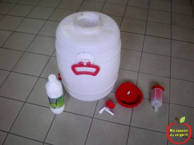 Nettoyer et désinfecter le fût avec de l'alcool à 95°