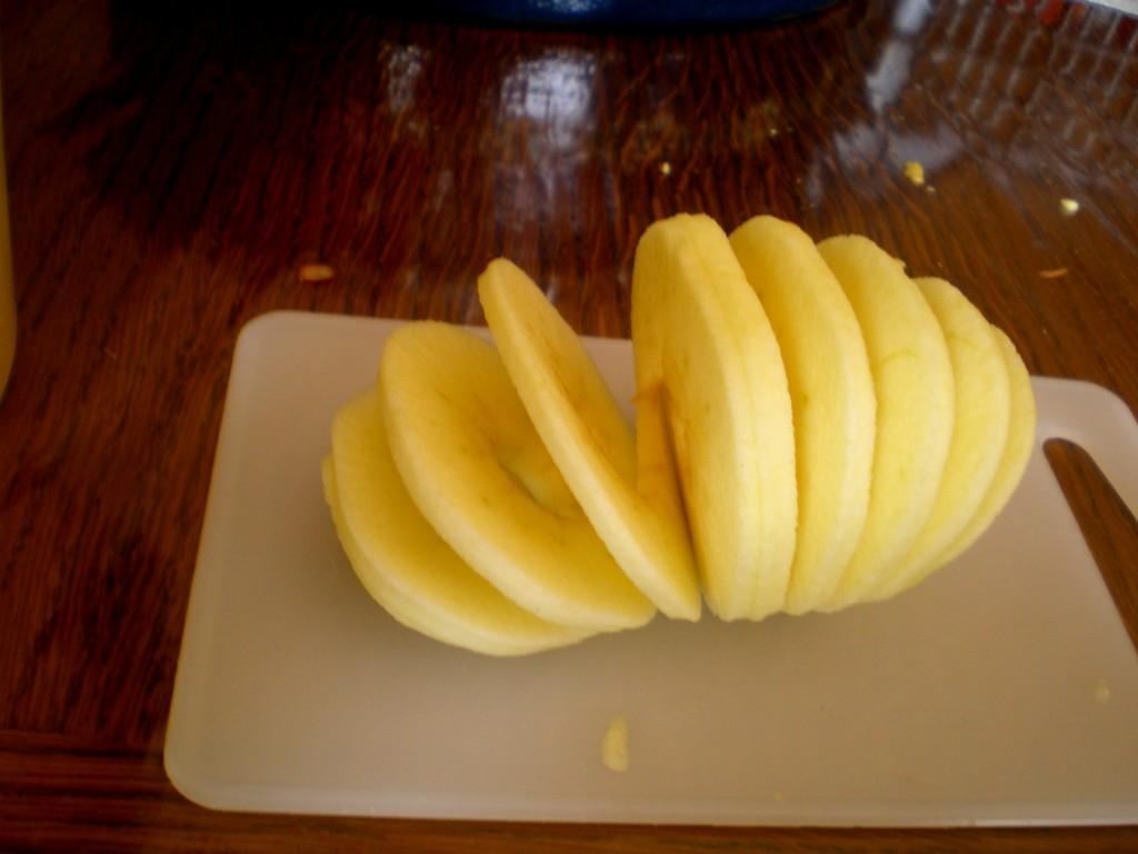 Éplucheur automatique de pomme avec découpage de votre pomme en spirale une fois la pomme tranchée