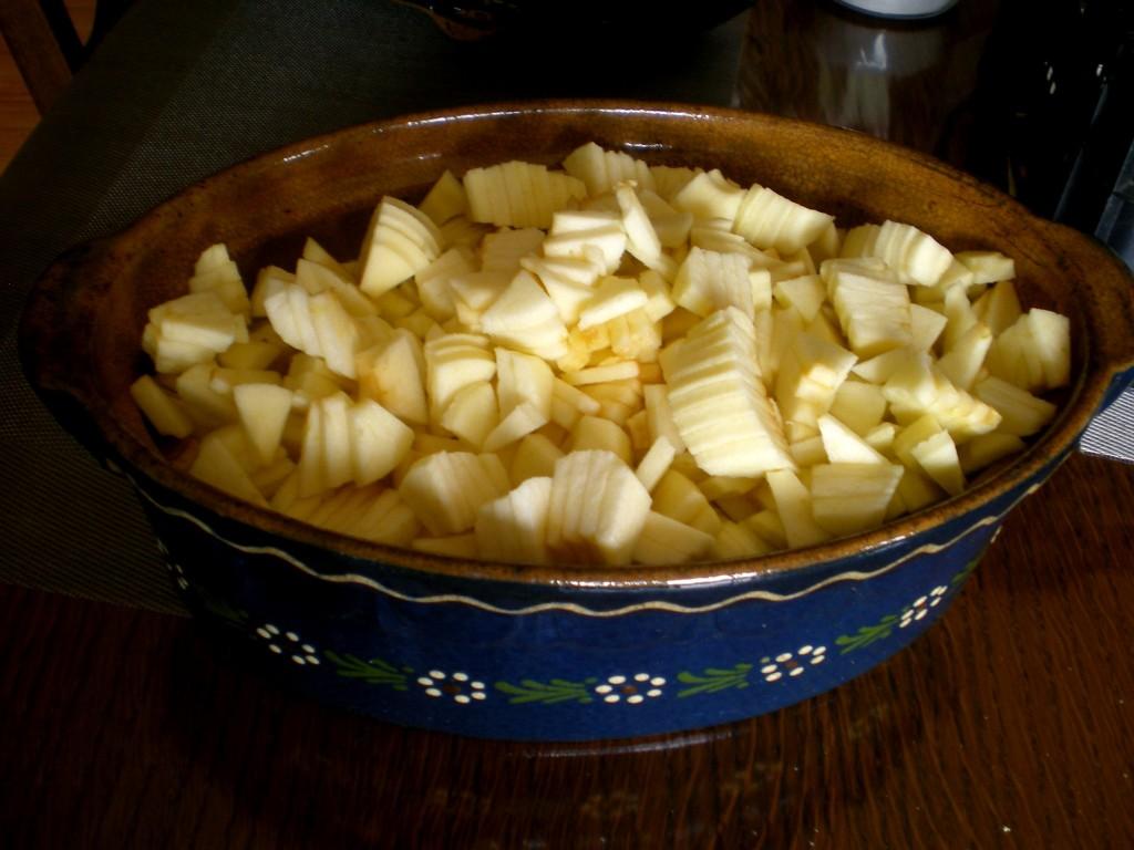 Remplir la cocotte suivant le nombre de personnes. (2 pommes par personnes)