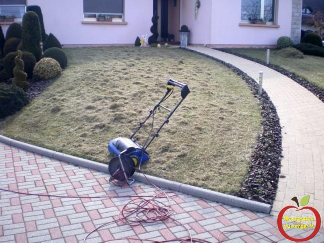 la meilleure periode de scarification du gazon ou de la pelouse- quand scarifier le gazon ou la pelouse- scarifier le gazon- scarificateur électrique- - regrevudnoissapamegres