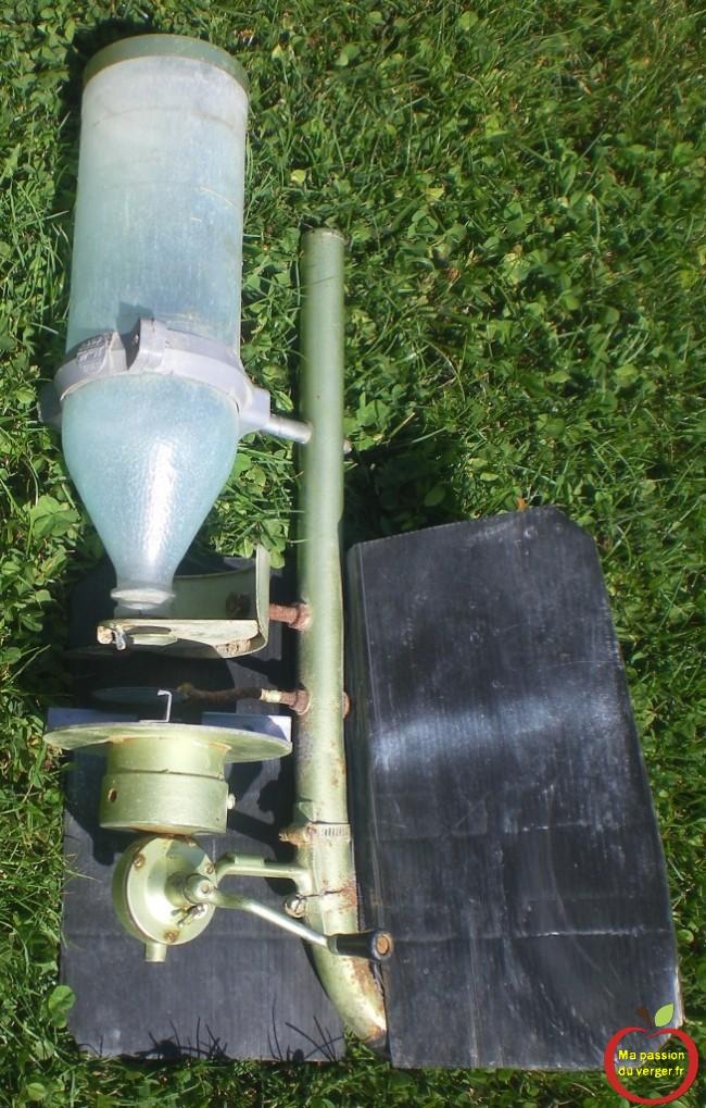réaliser un distributeur a engrais, pour la pelouse ou le gazon qui fonctionne bien et pas cher.