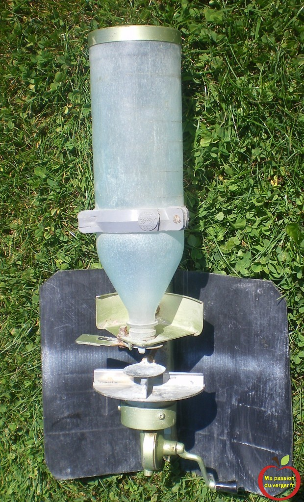 Comment construire un distributeur a engrais- épendeur engrais pour la pelouse ou le gazon qui fonctionne bien et pas cher.