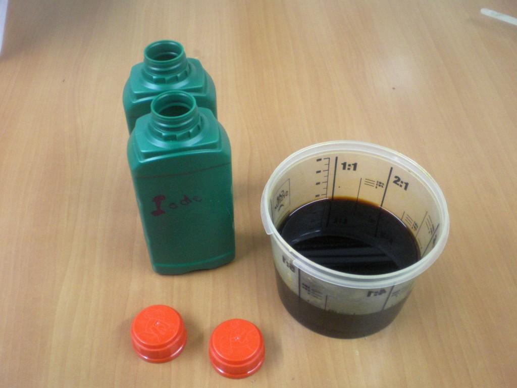 Mettre la solution idée dans une bouteille en PVC foncé, à l'abri de la lumière et des enfants.