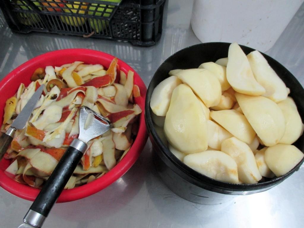 Préparation des poires, pour faire le nectar.