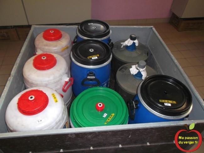 preparation des futs pour la distillation de alcool de poire