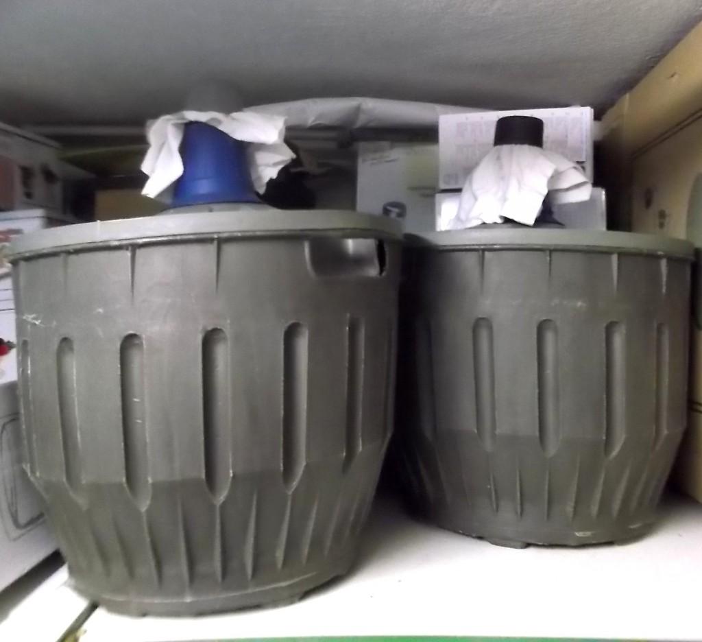 bonbonnes poire williams fermees avec un chiffon et stockage pendant 1 an minimum, dans ma cave pour affinage
