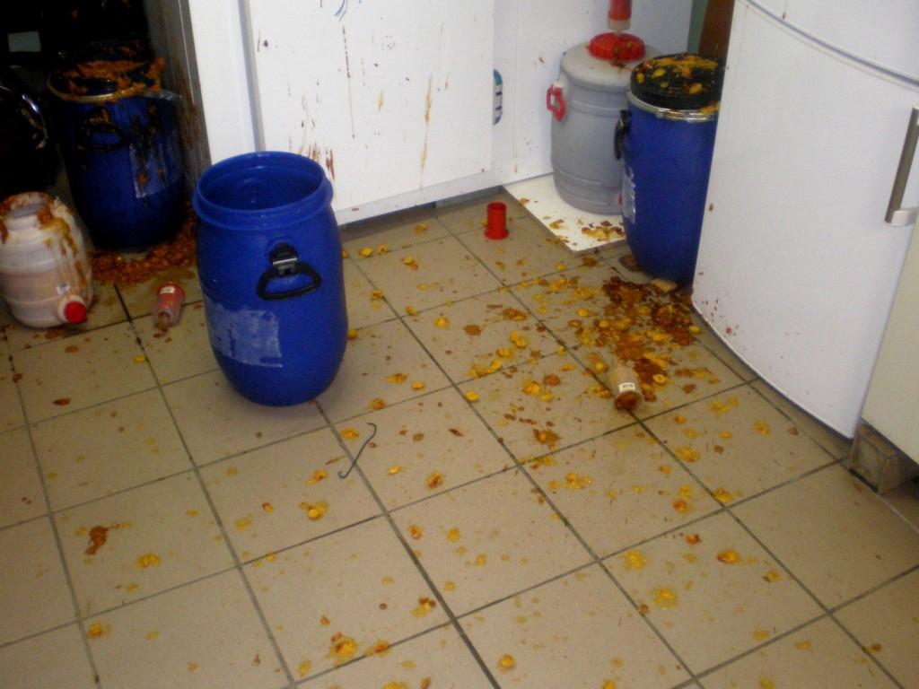 attention au remplissage des futs de fermentation pour ne pas deborder ou exploser mirabelles
