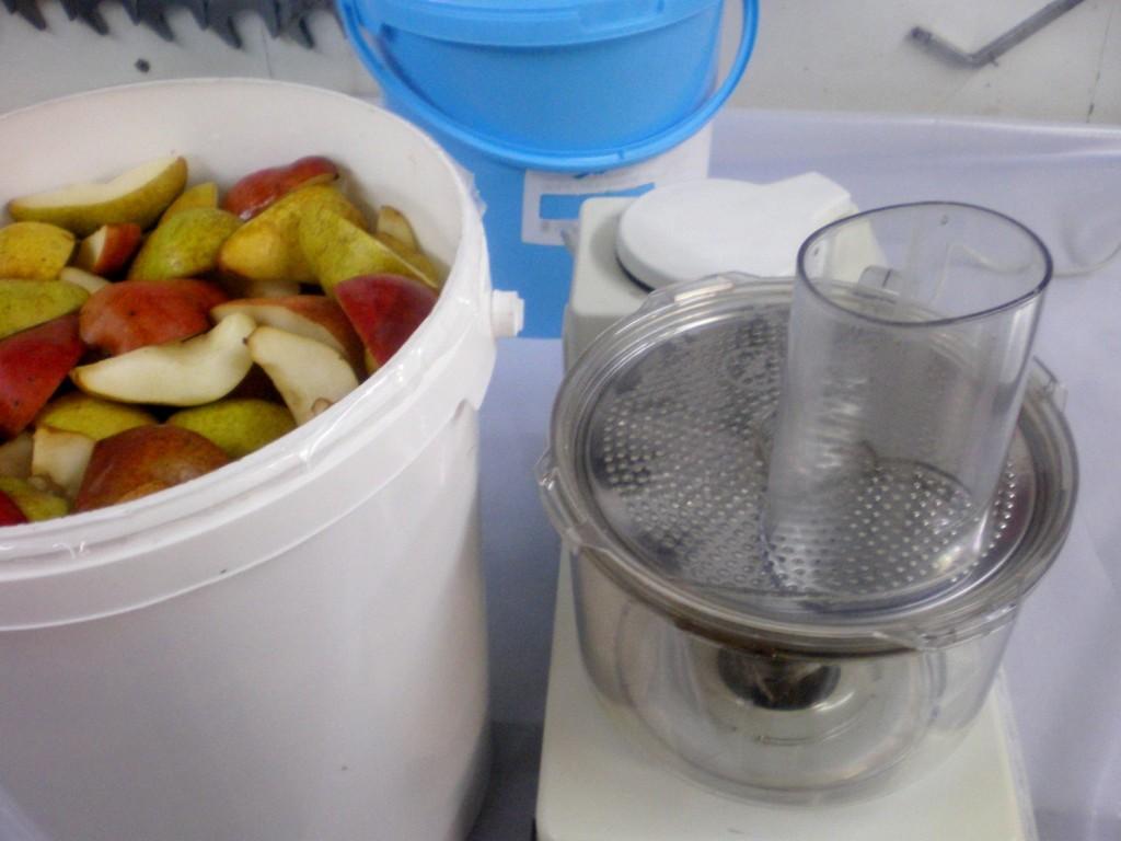 broyage des poire williams avec robot de cuisine pour mise en fut