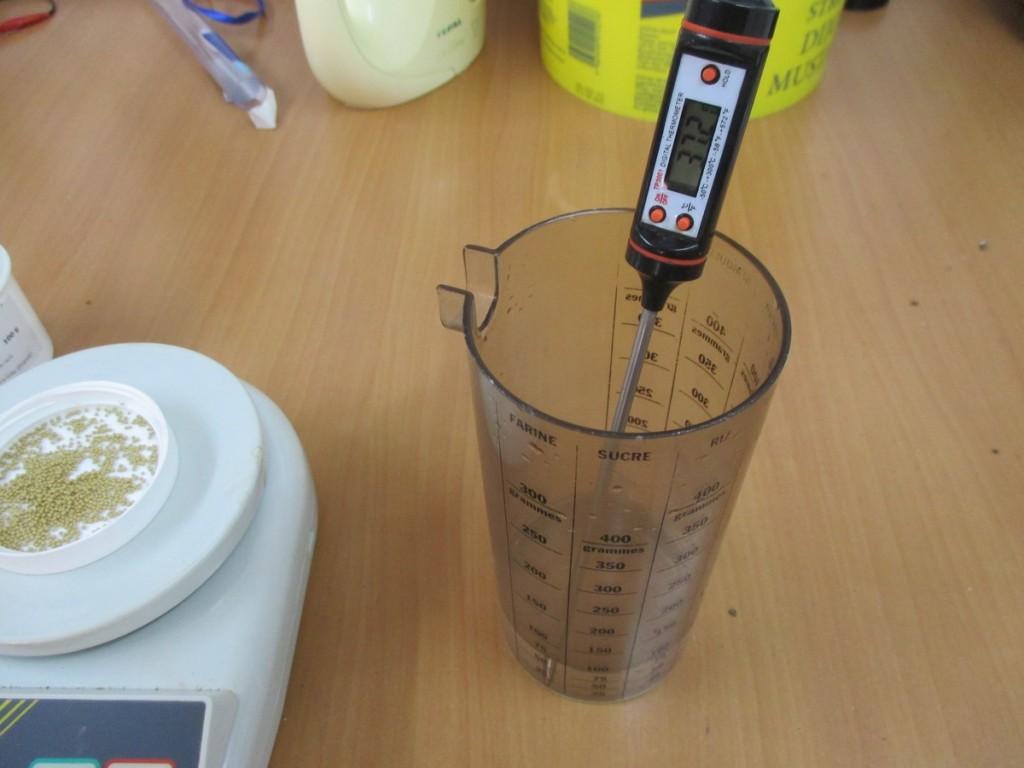 Il est recommandé de diluer ces levures dans 10 fois leur volume en eau à 35°C environ