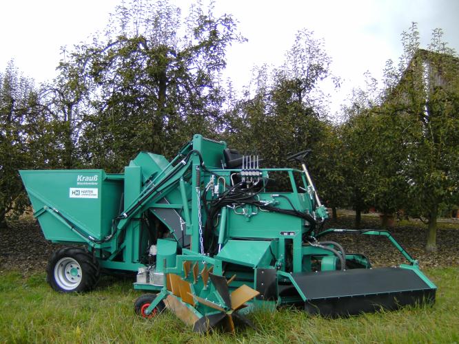 Des machines performantes pour ramasser les pommes, avec des ramasseuses automotrices.