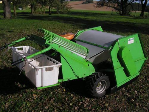 C'est une ramasseuse pour pomme avec un moteur et une boite à vitesse avec différentiel