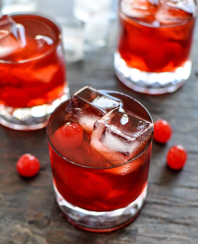 Cocktail avec du jus de cerises.