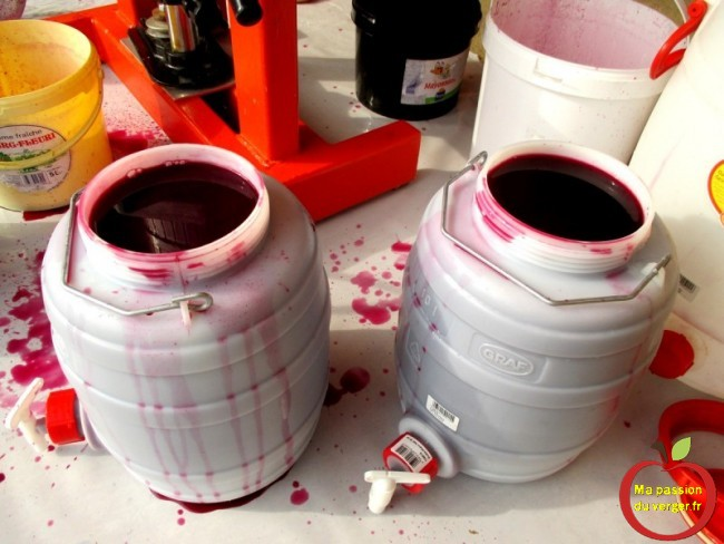 On obtient 25 litres de jus de raisin.