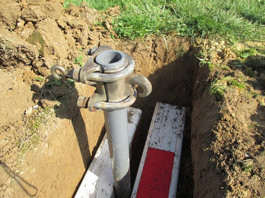 Ainsi, l'ancre ne peut pas monter et ne peut pas se tirer vers le poteau, lors de la tension du câble d'encrage.
