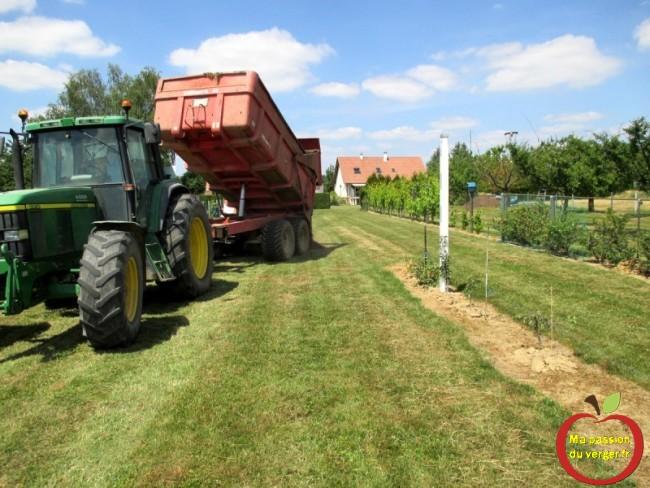 livraison de terre végétal- butte avec terre végétal