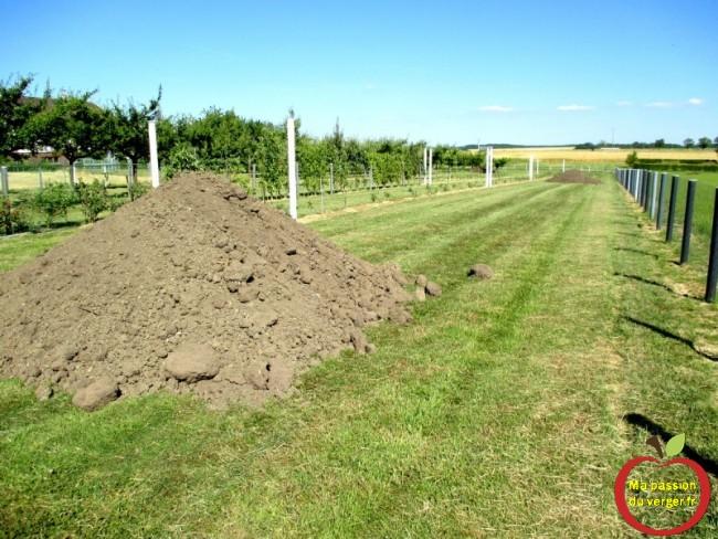 livraison de terre végétal au verger- terre végétal pour plantation fruitier sur butte