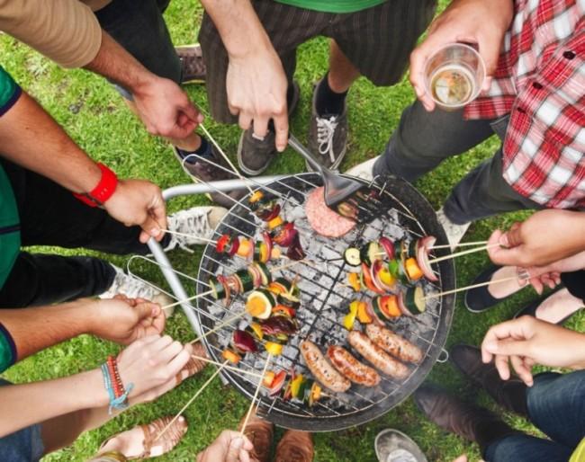 reussir-barbecue fete avec copain fete de famille