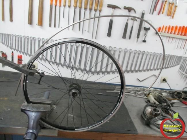 Cintrage sur une vieille jante de vélo