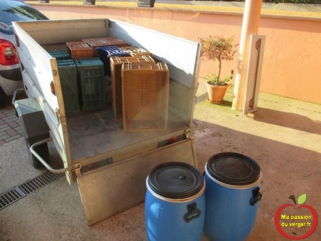 Une heures plus tard, 105 litres de jus de pomme, déjà pressé dans l'atelier du village.