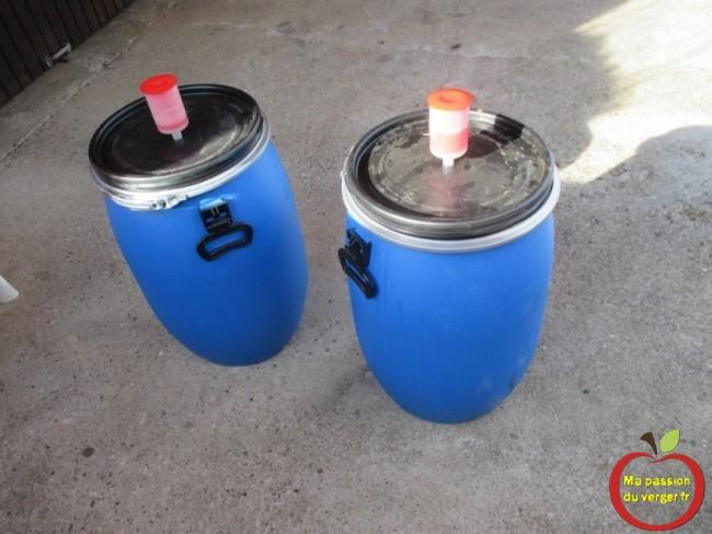 On peut laisser quelques heures au soleil, pour faire démarrer la fermentation, si le jus est trop froid. -fermentation avec bonde ou barboteur.
