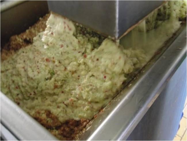 Broyage des pommes, pour eau-de-vie de pomme- goutte de pomme -alcool de pomme