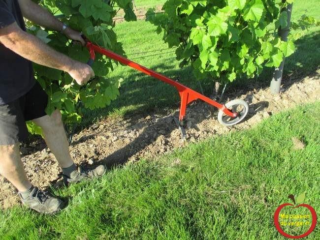 le-binage-mecanique-de-la-vigne