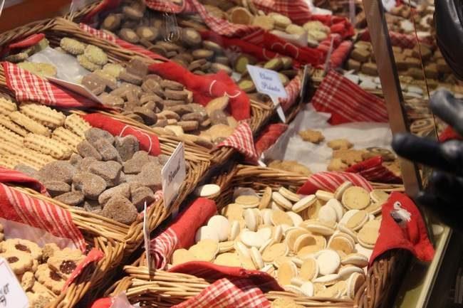 Biscuits de noël - bredele - marché de noël.