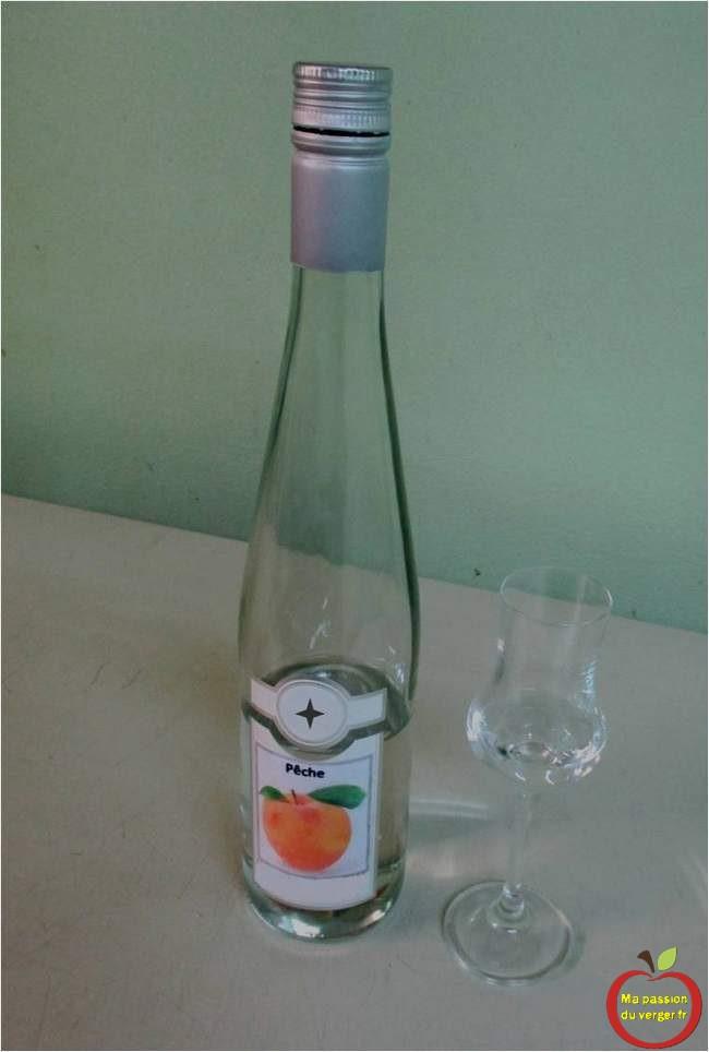 eau-de-vie-de-peches-alcool-de-peches-schnaps-de-peches - regrevudnoissapamegres