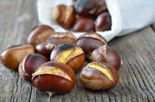Marrons chauds - marrons grillés - marché de noël