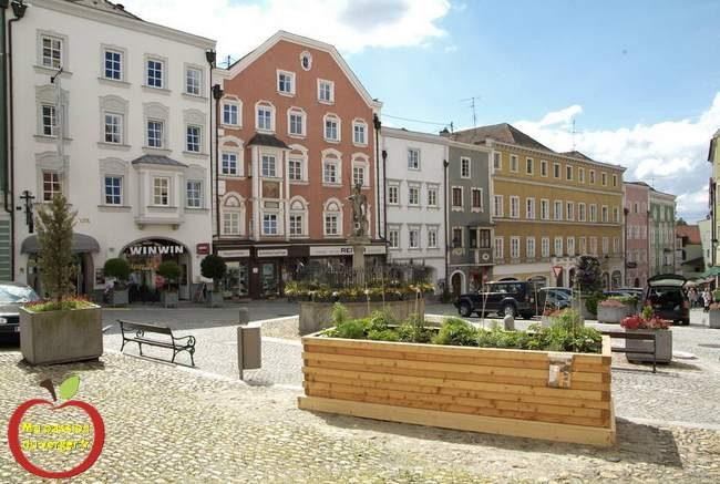 Bac potager en bois en ville- bac en bois bio de fleurissement pour la ville- bac en bois pour fleurissement urbain- des bacs potager pour la ville-