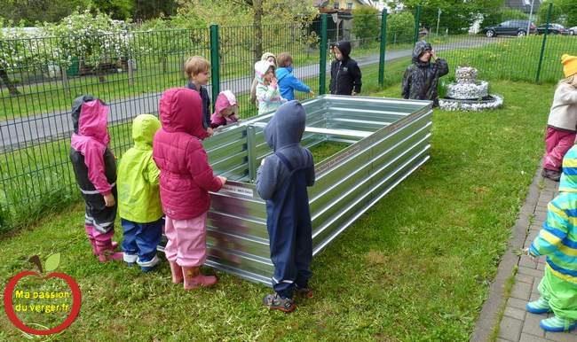 Bac potager en permaculture pour l'école - Permaculture à l'école- jardinage à l'école avec les élèves.