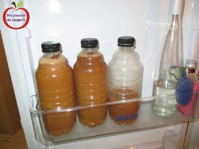 Jus de pomme frais au frigo- comment conserver le jus frais- garder le jus de pomme au frais - comment garder le jus de fruits frais- conservation de jus frais-