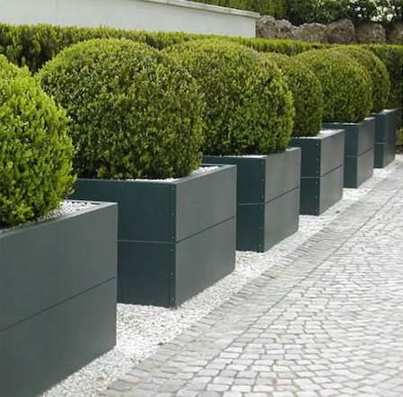 Jardinière carrées sans fond en aluminium ou en acier.
