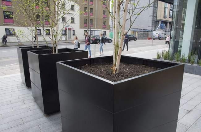 Jardinière xxl urbain- grande jardinière- grande jardinière carrée - jardinière pour protection zone urbaine- grand bac fleur-fleurissement en ville