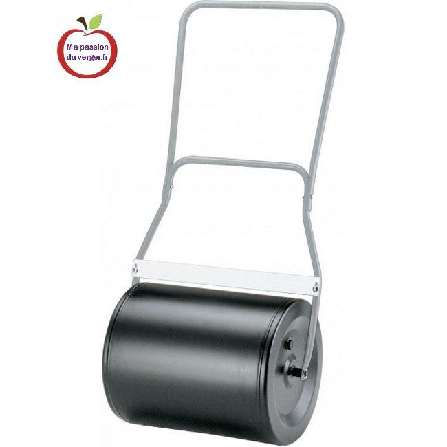 Rouleau à pousser en acier avec manche ergonomique Poids vide : 16kg - Bouchon de remplissage et de vidange - Poids rempli d'eau : 72 kg -Largeur de travail : 50 cm – Hauteur : 42cm – Longueur : 60cm. Pare-boue ajustable