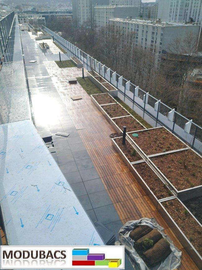 jardinière alu pour terrasse en bois- jardinière pour poser sur le bois- jardinière aluminium pour terrasse- bacs alu pour terrasse en bois- pots pour terrasse en bois- plantation sur terrasse en bois.- Modubacs-  Jardinière alu pour toiture immeuble- Grandes séries bac  et jardinière pour toiture immeuble-